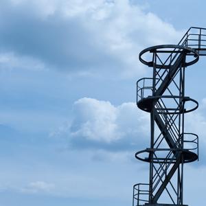 Einsatz von verborgenen Schnappverschlüssen im industriellen Treppenbau