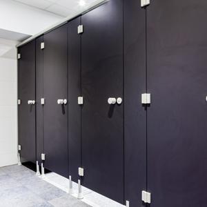Freidrehende Scharniere in Toilettenkabinen