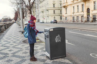 Intelligente öffentliche Abfalleimer