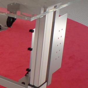 Durch die Nutzung von Kantenkabelclips, können Kabel sicher und einfach durch das Büro geführt werden. Der Kabelclip mit Kantenmontage hat eine hohe Haltekraft durch den Schiebeclip mit vier Widerhaken aus Stahl.